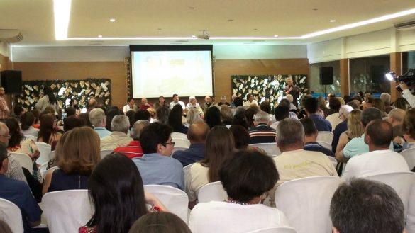 Livro Frutos de Fátima é lançado em evento realizado em Teresina